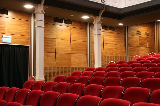 divadelní sedačky