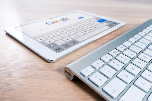 google, tablet, klávesnice
