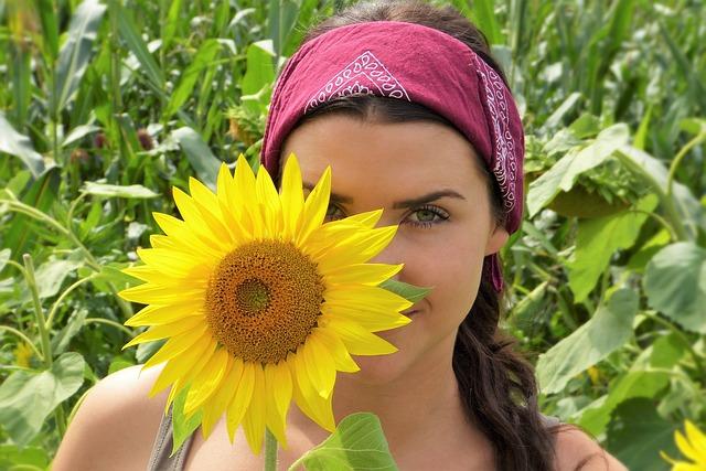 slunečnice a holka