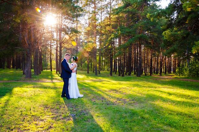nevěsta a ženich u lesa.jpg