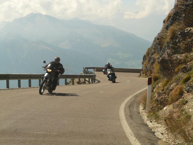 dva motorkáři