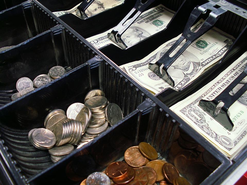 peníze v pokladně